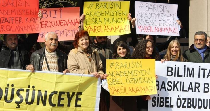 Akademisyen Sibel Özbudun beraat etti