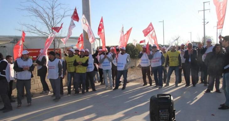 Döhler Gıda'da direnişin 3. günündeki işçiler eylem yaptı