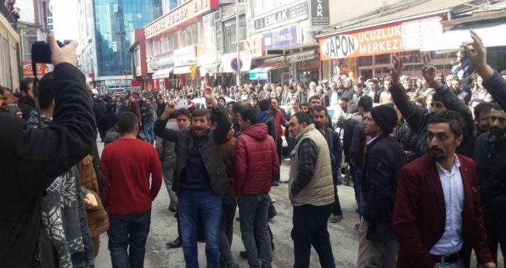 AKP vaazına tepki gösteren yurttaşlar camiyi terk etti