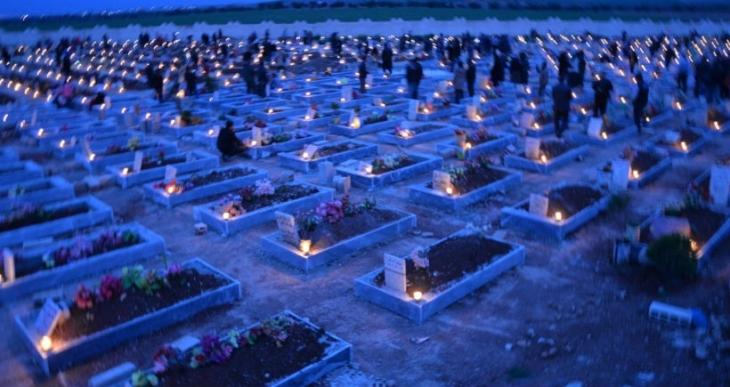 Kobanê'de Newroz: Direnişte yaşamını yitirenler için mumlar yakıldı