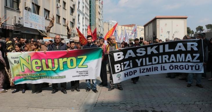 İzmir'de Newroz'un yasaklanması protesto edildi
