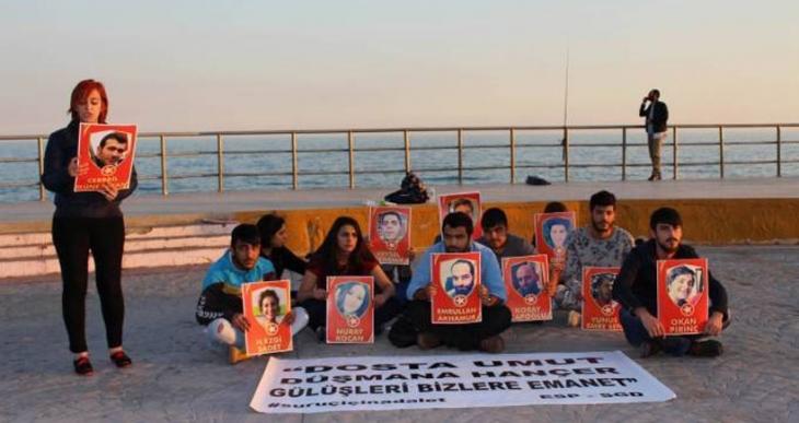 Suruç katliamında yaşamını yitirenler Mersin'de şiirlerle anıldı