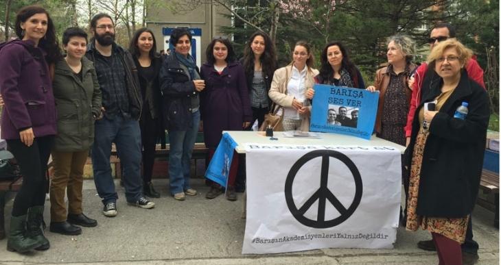 Tutuklu akademisyenlere ODTÜ'den destek açıklaması, AÜ'den dayanışma kartı