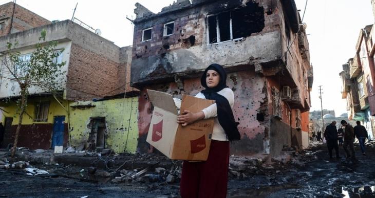 Sur'da yıkımın iki yüzü: Kentsel dönüşüm ve abluka