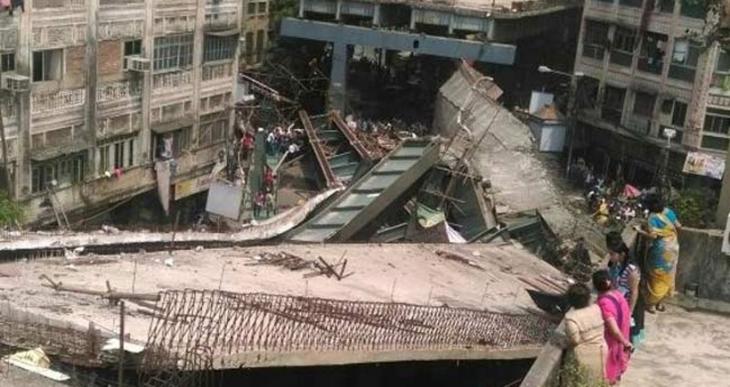Hindistan'da viyadük çöktü Onlarca kişi hayatını kaybetti