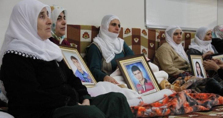 Cenazelerini alamayan ailelerden Davutoğlu'ya tepki: Hangi yüzle geliyorsun?