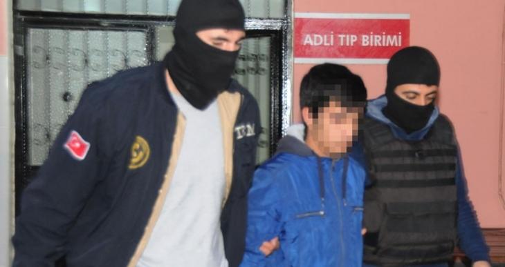 Adana'da ev baskınları: 17 kişi gözaltına alındı
