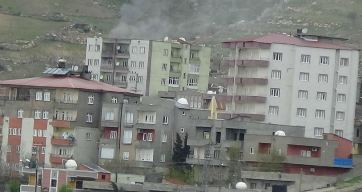 Şırnak'ta mahallelere tank ve obüs atışları devam ediyor