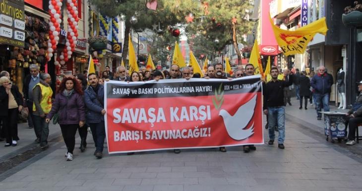 MEB, barış grevine çıkan eğitimcilerin peşine düştü: İzmir'de greve katılanların isimleri istendi