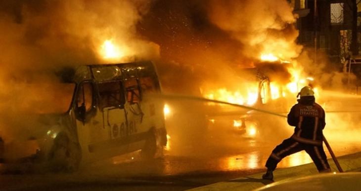 İstanbul'da 23 araç yakıldı
