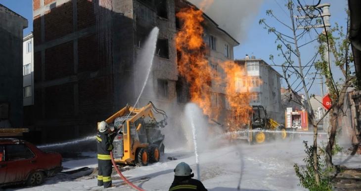 Eskişehir'de iş makinesi doğalgaz borusunu patlattı, 7 kişi hastaneye kaldırıldı