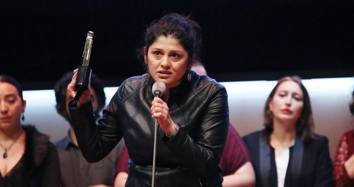 'Toz Bezi'nin yönetmeni Ahu Öztürk: Barışı kadınlar kuracak