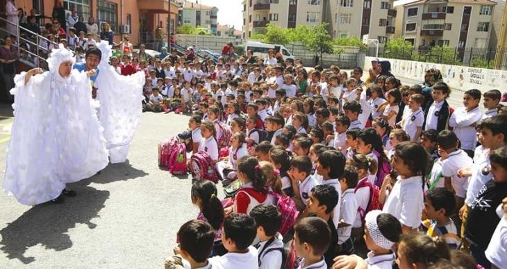 Maltepe sokaklarında 23 Nisan kutlamaları