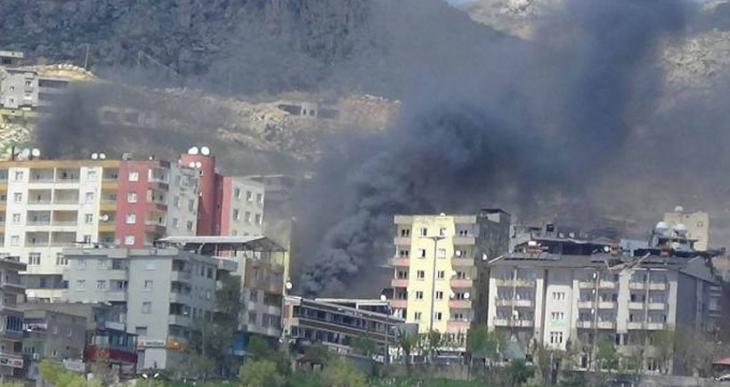 Şırnak'ta mahalleler obüslerle aralıksız bombalanıyor