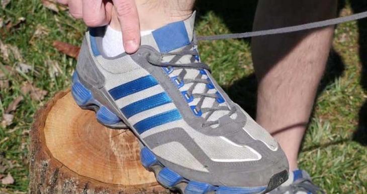 Spor ayakkabılarındaki en üst delik ne işe yarıyor?