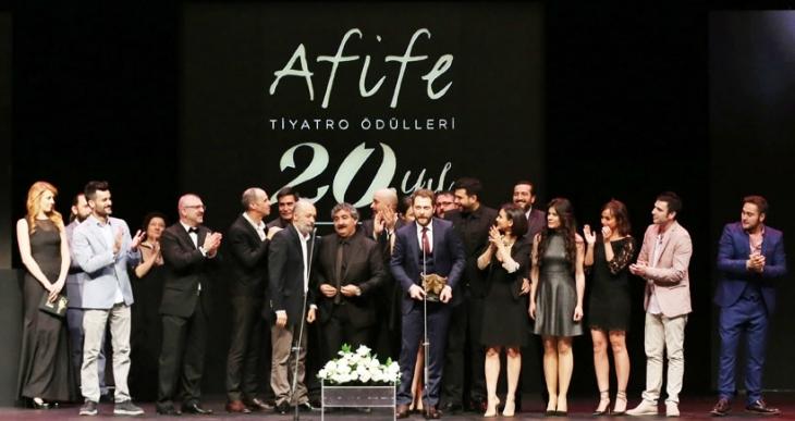 Afife Jale'nin en iyi oyunu: Yanlışlıklar Komedyası