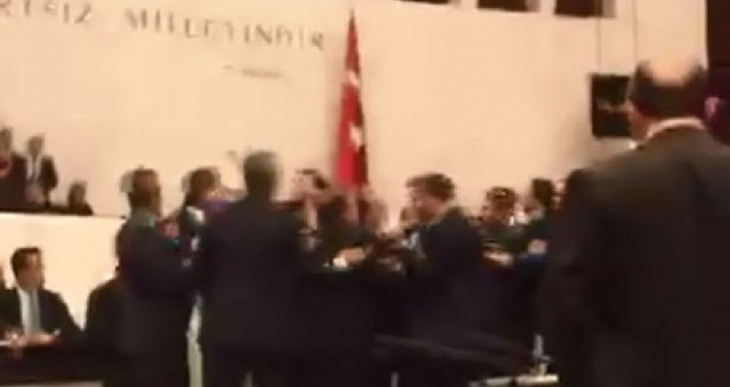 Meclis'te AKP'liler HDP'li milletvekillerine saldırdı