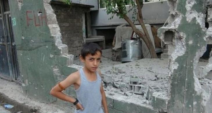 5 Yaşındaki kuzenim: Abla korkma!kafanı eğ polislerle göz göze gelme