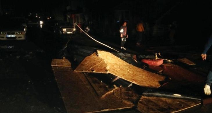 Antalya'da hortum çatıyı uçurdu: 16 öğrenci yaralandı