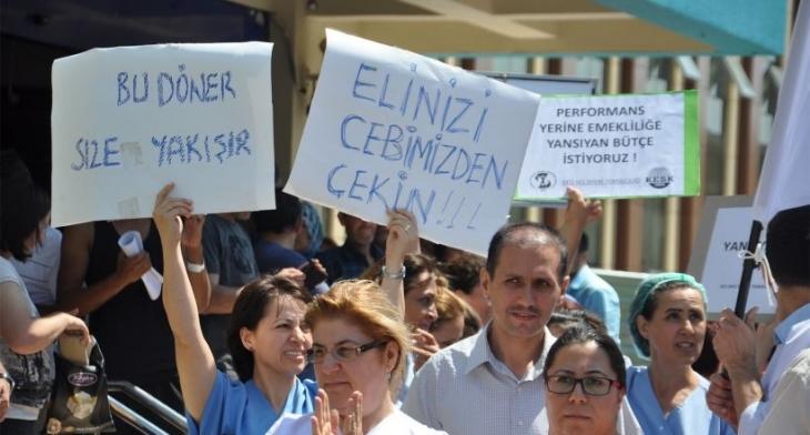 Döner sermaye kesintisini protesto ettiler