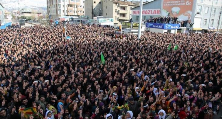 On binler Newroz yasağını deldi