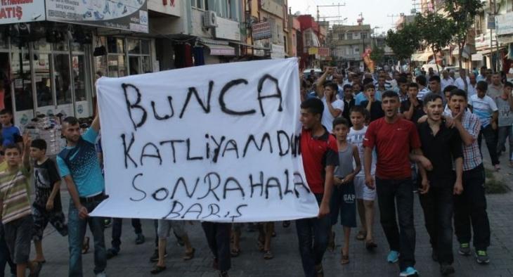Barbaros mahallesi halkı 'Bunca katliamdan sonra hâlâ barış' dedi