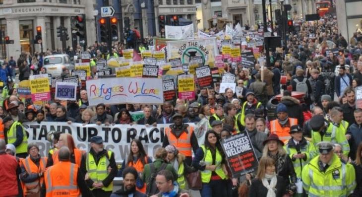 Londra'da binler ırkçılığa karşı 'Mülteciler hoş geldi' dedi