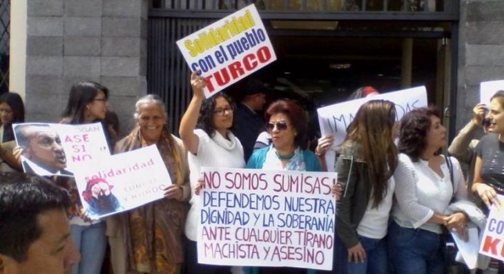 Ekvadorlu kadınlar 'koruma saldırısı'nı bir kez daha protesto etti