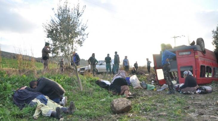 İzmir'de işçi servisi devrildi: 14 yaralı