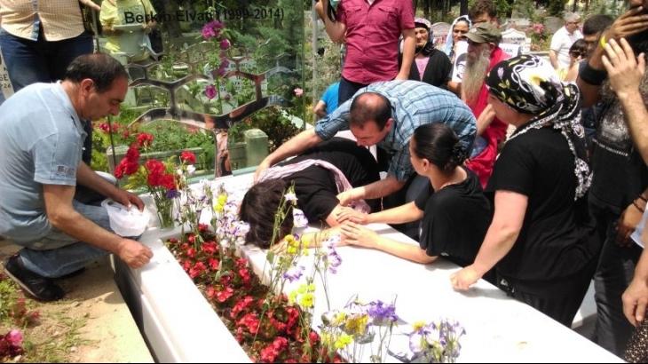 Berkin Elvan, vurulduğu yerde ve mezarı başında anıldı