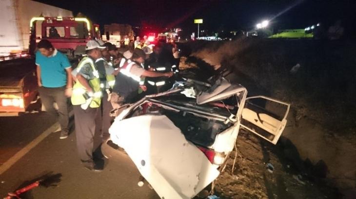 Gölbaşı'da otomobil, TIR'a çarptı: 5 ölü