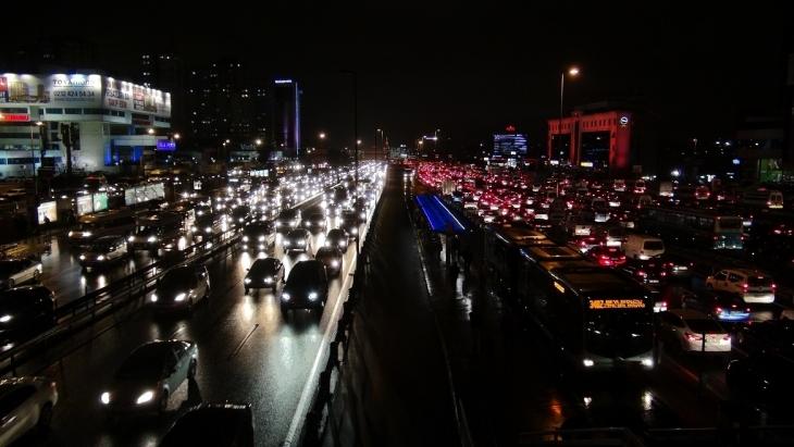 İstanbul trafiğinde yoğunluk yüzde 90'ı buldu