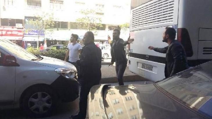 1 Mayıs afişi asan öğrencilere bıçaklı saldırı: 4 yaralı