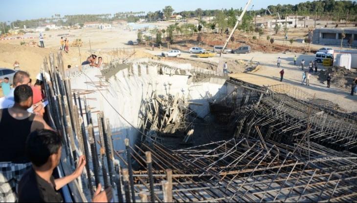 Antalya Expo'da iskele çöktü: 4 işçi yaralı