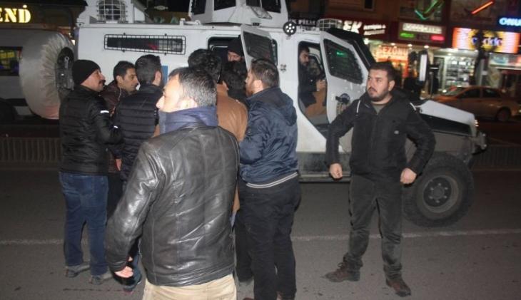Diyarbakır'da 'Ses çıkar' eylemlerine öfkelenen özel harekatçılar tekbir getirip slogan attı