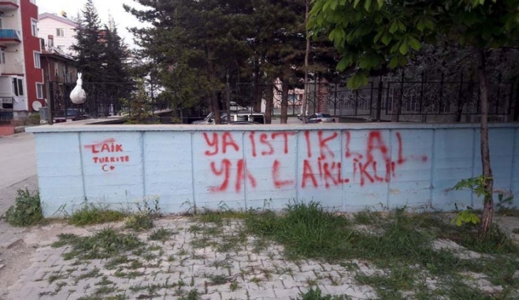Duvarlara 'Laik Türkiye' yazan gençler ifadeye çağrıldı