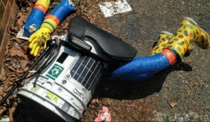 Otostopçu robot saldırıya uğradı