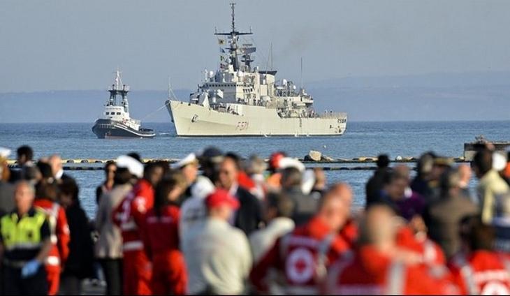 Libya açıklarında 600 göçmeni taşıyan gemi battı: 400 göçmen kurtarıldı