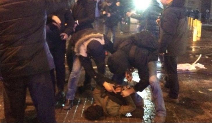 Cizre için Galatasaray Meydanı'nda toplananlara polis saldırdı