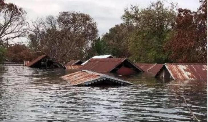 Kamboçya'da HES taştı, köyleri sel bastı