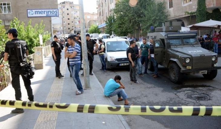 Diyarbakır'da silahlı saldırı: 1 polis yaşamını yitirdi