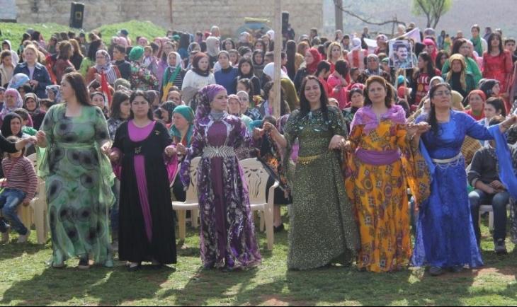 Rojava'da kadınlar 8 Mart'a büründü