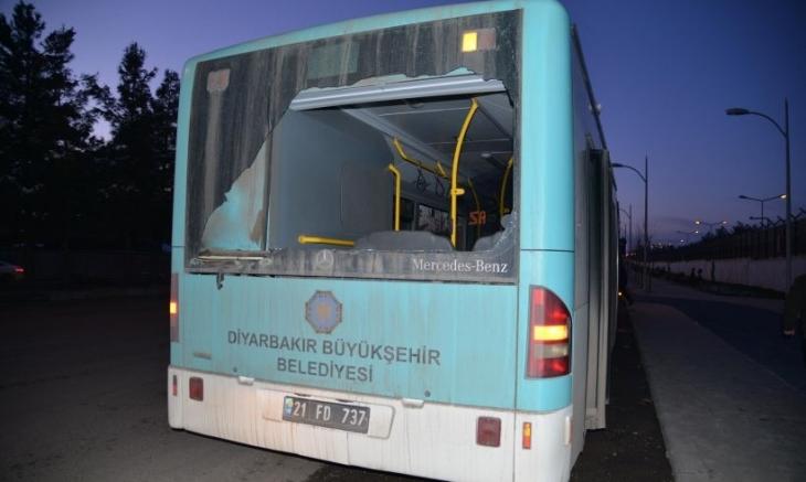 Diyarbakır'da iki belediye otobüsü kurşunlandı