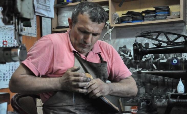 Ayakkabı tamircisi Mevlana Abi: Ağza çivi girmeden bu iş olmaz!