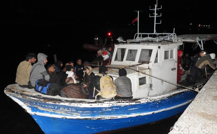 60 kişilik tekneye 112 Suriyeli mülteciyi bindirmişler