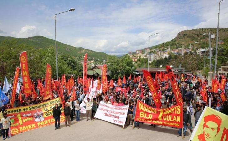 Dersim'de güvencesiz çalışmaya ve savaşa karşı 1 Mayıs