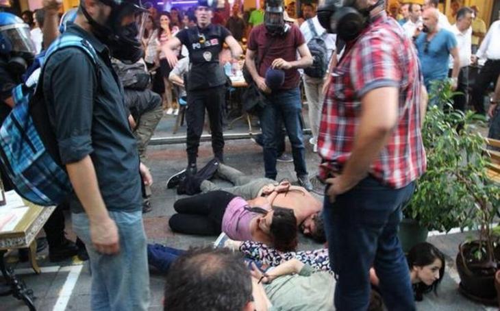 Gençliğin Kadıköy'deki barış buluşmasına polis saldırdı