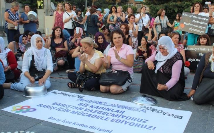 Kadınlar susmuyor, barışta ısrar ediyor