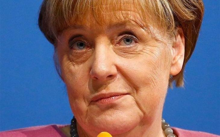 Merkel 'taciz' faturasını tüm mültecilere kesti