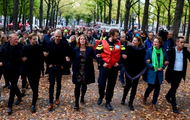 Hollanda'da kamu işçileri hükümeti protesto etti